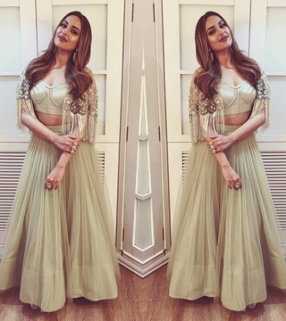 9 Desi Mirror Images of Sonakshi Sinha That'll Make You Double Tap